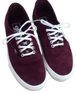 Vans lace up maroon off the wall tennis shoes in great condition. Athletic