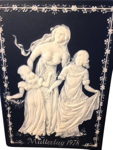 Villeroy Boch Mother & Daughters Plaque