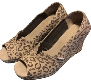 TOMS Snow Leapard Wedges