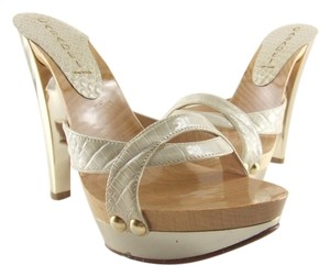 Casadei 75% Off Retail Made In Italy Beige Alligator Strap Pumps