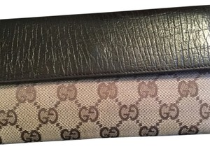 Gucci Gucci Signature Leather Wallet