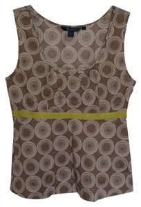 Beautiful tank top in light brown, white circles and a green ribbon in the breast line. From Boden. Tags show size 8, but fits better size 6. Never used. Top Taupe, white and green