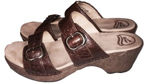Dansko Tooled Comfort Slide brown Sandals