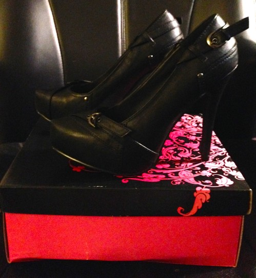 Qupid System 262 Hidden Platform 2 Buckle Faux Leather New In The Box Women's Size 7 Black Pumps