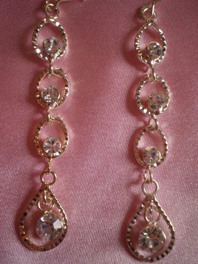 Body Central New Crystals dangle earrings