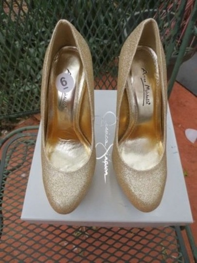 Anne Michelle Gold Pumps