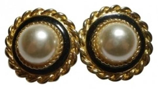 Preload https://img-static.tradesy.com/item/150417/vintage-like-new-goldtone-and-faux-pearl-pierced-earrings-0-0-540-540.jpg