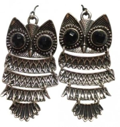 Preload https://item5.tradesy.com/images/body-central-cute-owl-earrings-150419-0-0.jpg?width=440&height=440