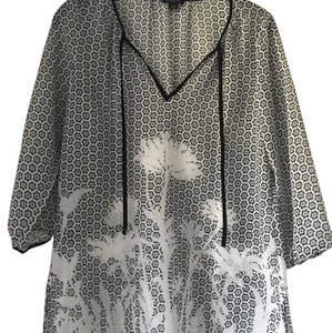 Ann Taylor Lightweight Top Black and White