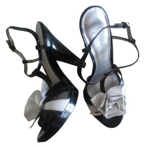 Jessica Simpson Black/White patent leather Sandals