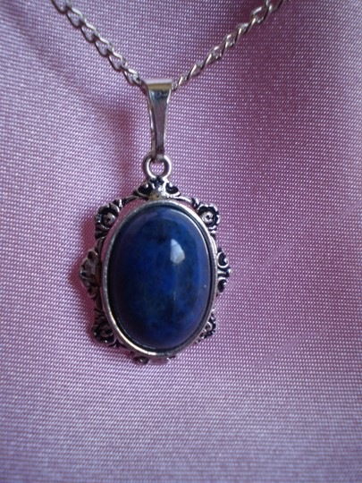 Preload https://item1.tradesy.com/images/like-new-blue-necklace-150505-0-0.jpg?width=440&height=440