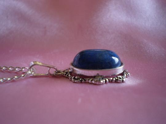 Unknown Like new Blue necklace