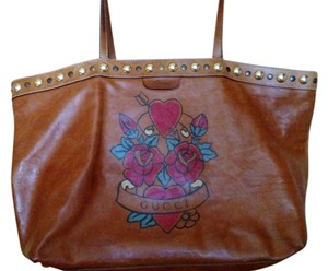 c9baf12b119 Gucci Heart Tattoo Camel Leather Tote
