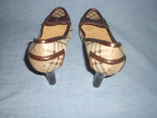 Burberry brown leather and plaids Pumps Image 1