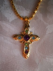 Like new Goldtone cross w/7 stones necklace