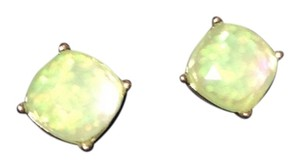 New in the box beautiful mint green sparkling large stud it earrings