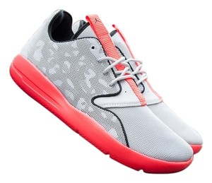 Nike Outdoor Women Wolf Grey / Infrared 23 / Black / Cool Grey Athletic