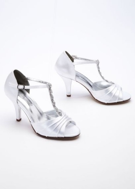 Item - White Mid Heel Crystal T Strap Sandal Formal Size US 8 Regular (M, B)