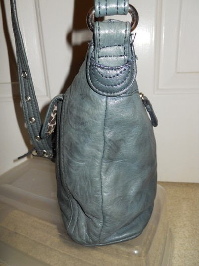 Stone Mountain Accessories Leather Crossbody Shoulder Bag Image 4