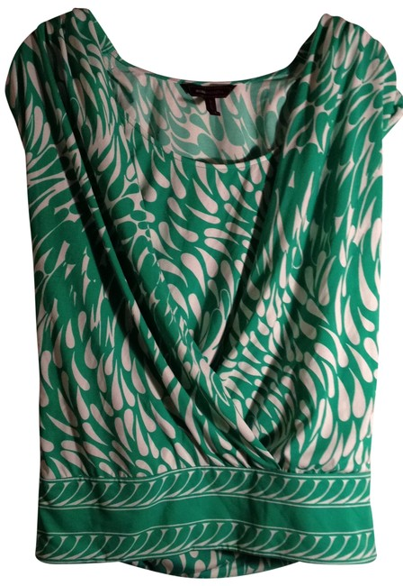 Preload https://img-static.tradesy.com/item/150609/bcbgmaxazria-green-and-white-super-cute-patterned-cowl-night-out-top-size-6-s-0-0-650-650.jpg
