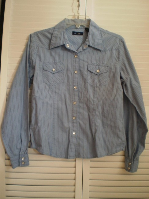 Preload https://item2.tradesy.com/images/blue-long-sleeved-snap-close-shirt-button-down-top-size-12-l-150631-0-0.jpg?width=400&height=650