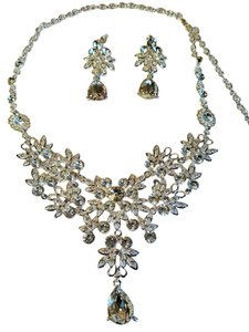 Gorgeous Bridal Austrian Crytal Necklace Set