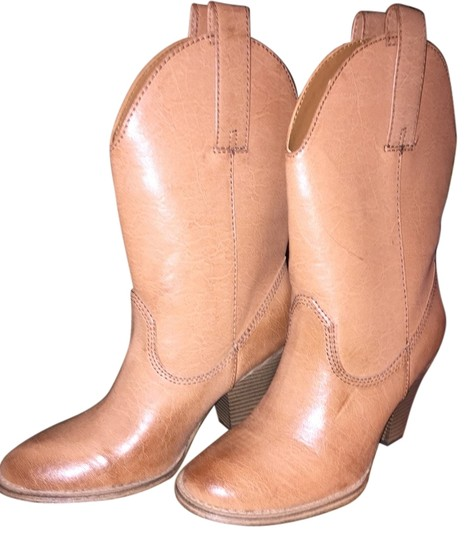 Country Outfitter carries cowgirl boots, cowboy boots, and hats from top brands such as Lucchese, Justin, Corral, and Ariat. We offer free shipping on all boots.