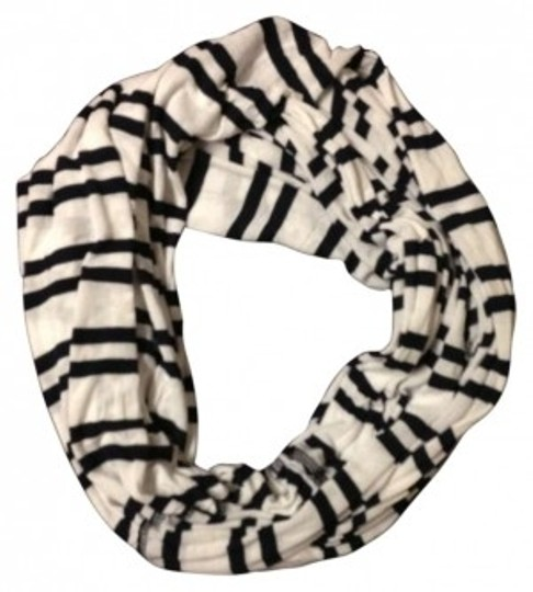 Preload https://item2.tradesy.com/images/brandy-melville-whitenavy-blue-stripes-infinity-scarfwrap-150701-0-0.jpg?width=440&height=440