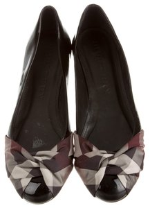 Burberry Patent Leather Round Toe Black, Red Pumps