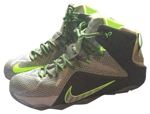 Nike Wolf grey electric green Athletic