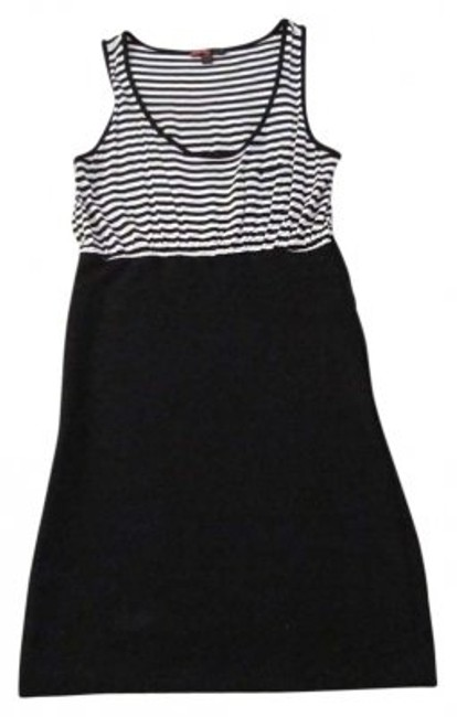 Preload https://img-static.tradesy.com/item/150756/forever-21-black-and-white-above-knee-short-casual-dress-size-4-s-0-0-650-650.jpg