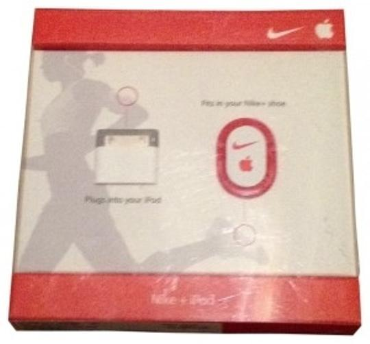 Preload https://item1.tradesy.com/images/apple-white-nike-ipod-sport-kit-tech-accessory-150775-0-0.jpg?width=440&height=440