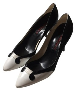 Proxy Black and white Pumps