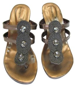 Montego Bay Club Size 7.00 M Reptile Design Very Good Condition Goldish/Bronze Wedges