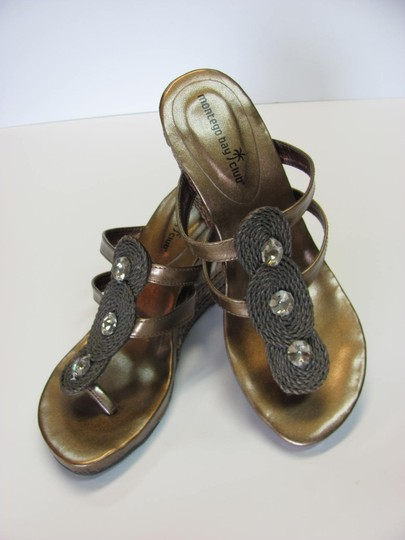 Montego Bay Club Size 7.00 M Reptile Design Very Good Condition Goldish/Bronze Wedges Image 1