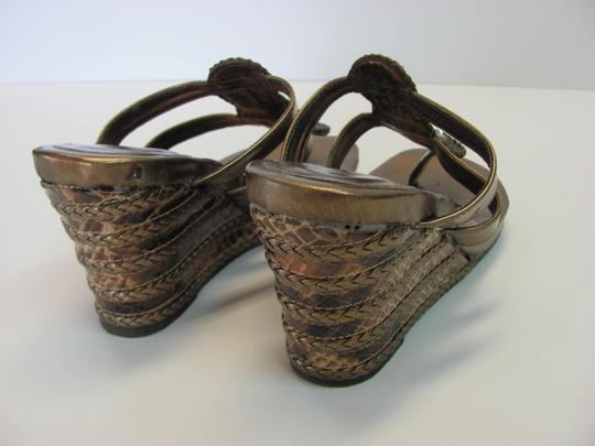 Montego Bay Club Size 7.00 M Reptile Design Very Good Condition Goldish/Bronze Wedges Image 3