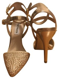 Steve Madden Beige/Gold Pumps