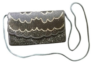 La Regale Scalloped Vintage Beaded Cross Body Bag