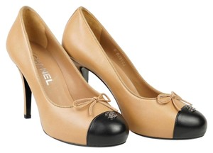 Chanel Beige Beige/Black Pumps