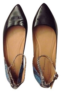 BCBGeneration Patent Leather Faux Leather Black Flats