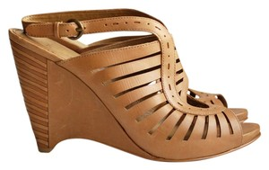 B. Makowsky Leather Platform Tan Brown Wedges