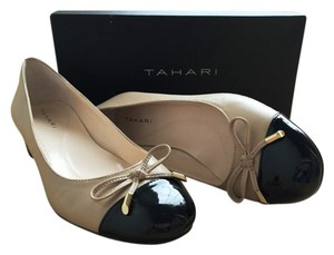 Tahari Maisy Cap Toe Patent Office Teacher Buttercup/Black Pumps