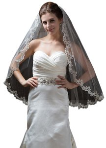 One-tier Fingertip Bridal Veil With Lace Applique Edge