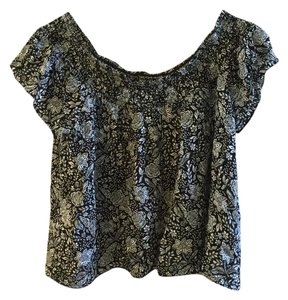 Aritzia Never Worn Trendy Top Floral