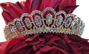 Gorgeous Tiara Gold Plated With Austrian Crystals
