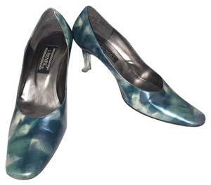 J. Renee Pumps Matching Shoe Combo Wristlet in Green