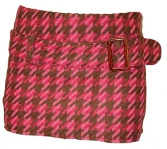 Preload https://img-static.tradesy.com/item/151378/abercrombie-and-fitch-pink-pattern-micro-mini-houndstooth-w-belt-miniskirt-size-2-xs-26-0-0-650-650.jpg