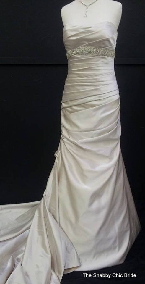 Essense of australia d1129 wedding dress tradesy weddings for Wedding dress resale st louis