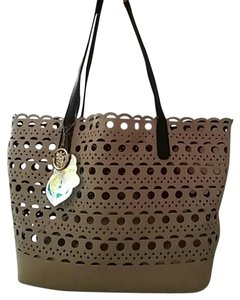 Tote in Tan/Black