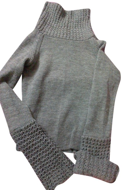 Item - Turtle Neck Gray Sweater